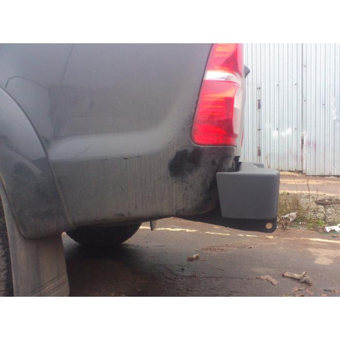 Задний бампер Toyota Hilux
