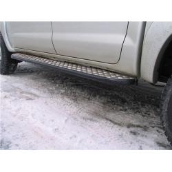 Силовые пороги на Toyota Hilux